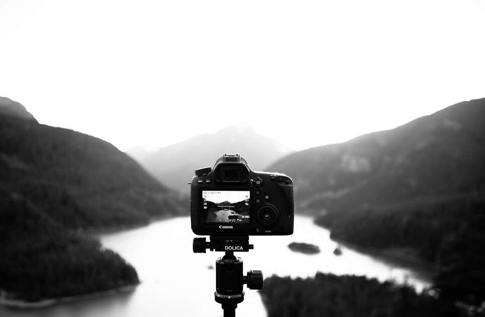 ヤフオクで中古カメラを売買する時の落札相場情報まとめ